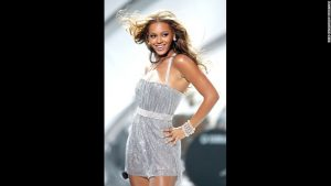 onstage at the 2005 World Music Awards at the Kodak Theatre on August 31, 2005 in Hollywood, California.